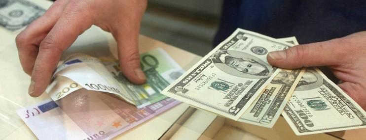 Курс основных валют падает на фоне роста котировок нефти