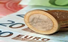 Биржевой курс евро впервые с июля опустился ниже 70 руб.