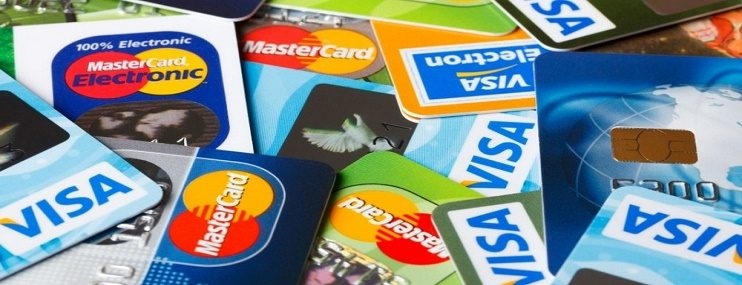 Россияне активно берут кредитки и пользуются ими бесплатно