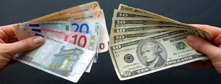 Биржевой курс доллара растёт, а евро падает