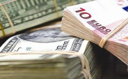 ЦБ РФ поднял курс доллара и евро